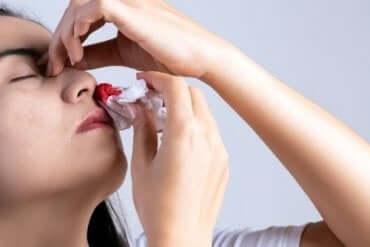 鼻血が出る9つの原因