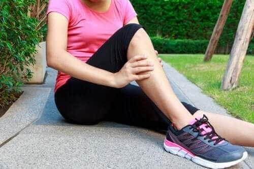 激しい運動が原因で起こる遅発性筋肉痛(DOMS)