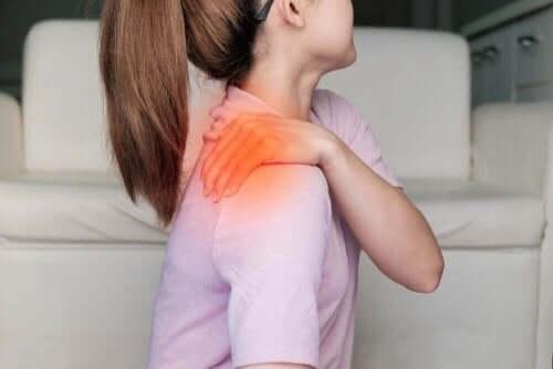 激しい運動が原因で起こる遅発性筋肉痛(DOMS) 肩の痛み