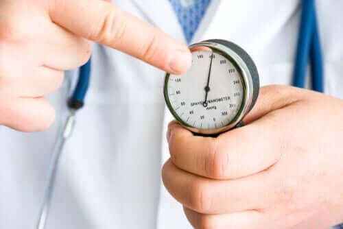 科学的根拠から学ぶカルダモンの利点 血圧測定