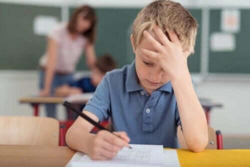 子供の片頭痛を緩和するのに役立つ自然療法 片頭痛に悩む子供