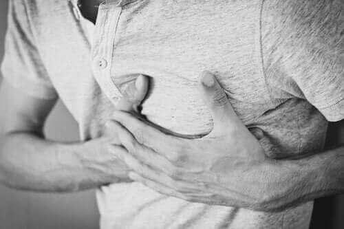 しゃっくりが止まらない! 慢性しゃっくりの原因&治療&影響