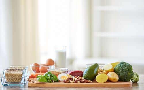 慢性疾患の管理に役立つ栄養素と食品