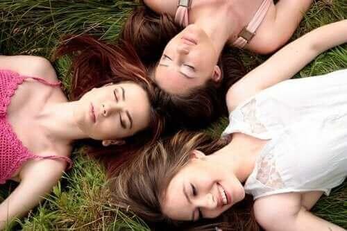 女性同士の生理周期が同調するってホント?