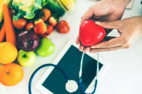 なぜ健康的な食事が心臓の健康維持に役立つの? 心臓の健康