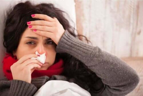 身体が痛い!考えられる痛みの原因10選 インフルエンザになった女性