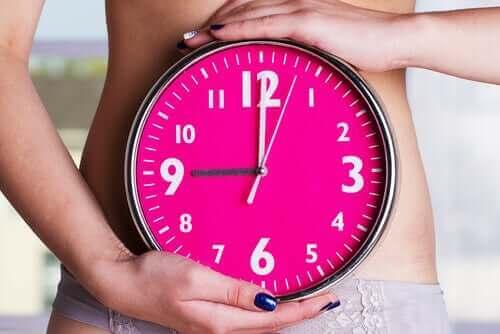 女性同士の生理周期が同調するってホント? 体内時計