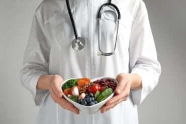 コレステロールを低下させる食事法のウソ・ホント