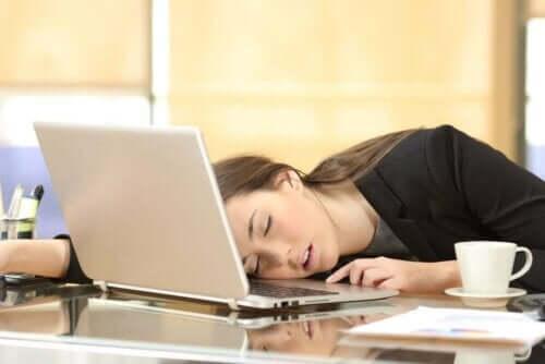 ナルコレプシーのさまざまな症状とその程度について 仕事中の居眠り