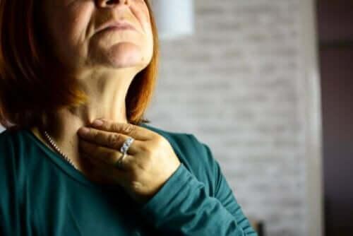詳しく知りたい!咽頭炎の原因と症状 咽頭炎の女性