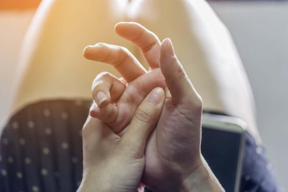 トゥレット症候群の治療について詳しく学ぼう 手のチック
