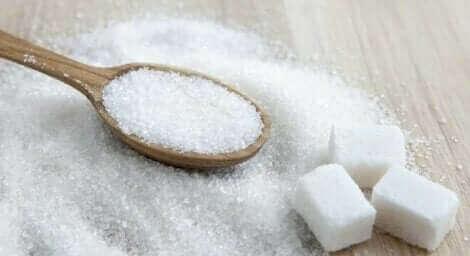 気をつけて!妊娠中の高糖質食のリスク 砂糖