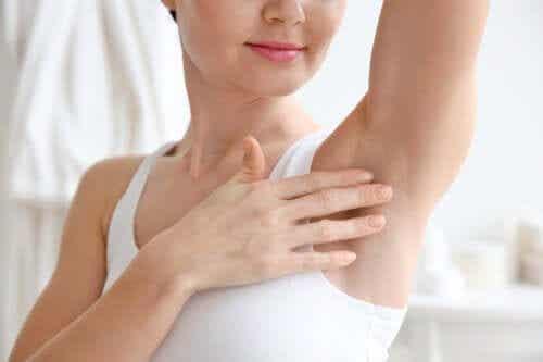 腋のニオイを緩和してくれる7つの天然製品