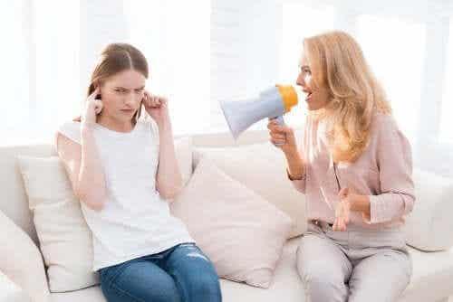 怒鳴ることで子供に与えてしまう5つの長期的な影響