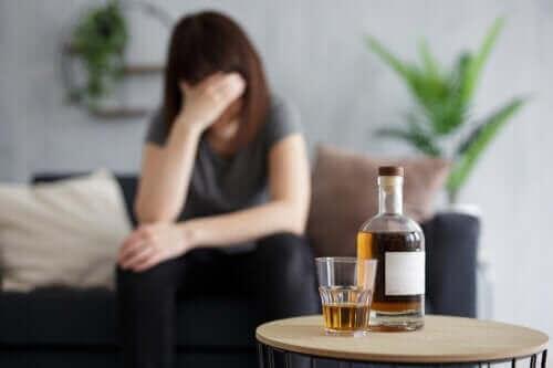 空腹時にお酒を飲むとどうなるの?