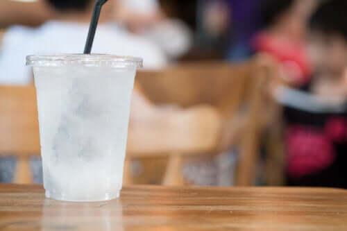 氷食症:氷や冷たい飲み物への欲求