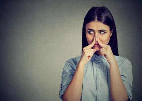 ファントスミア(自発性異嗅症)はどのように発症する?