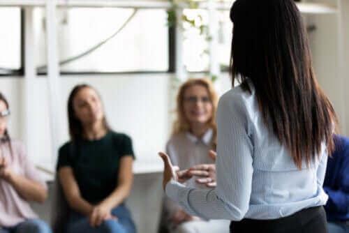 子供、ティーン、大人のための5つの信頼関係構築エクササイズ