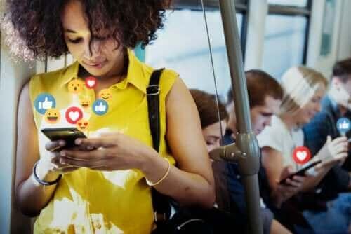 ソーシャルメディアのメリットとデメリット