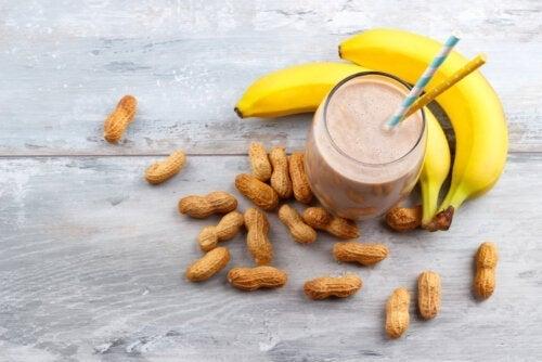 ピーナッツバターとバナナのエネルギーシェイクの作り方
