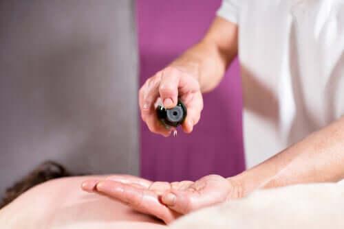 エッセンシャルオイルで神経障害性の痛みを和らげる方法
